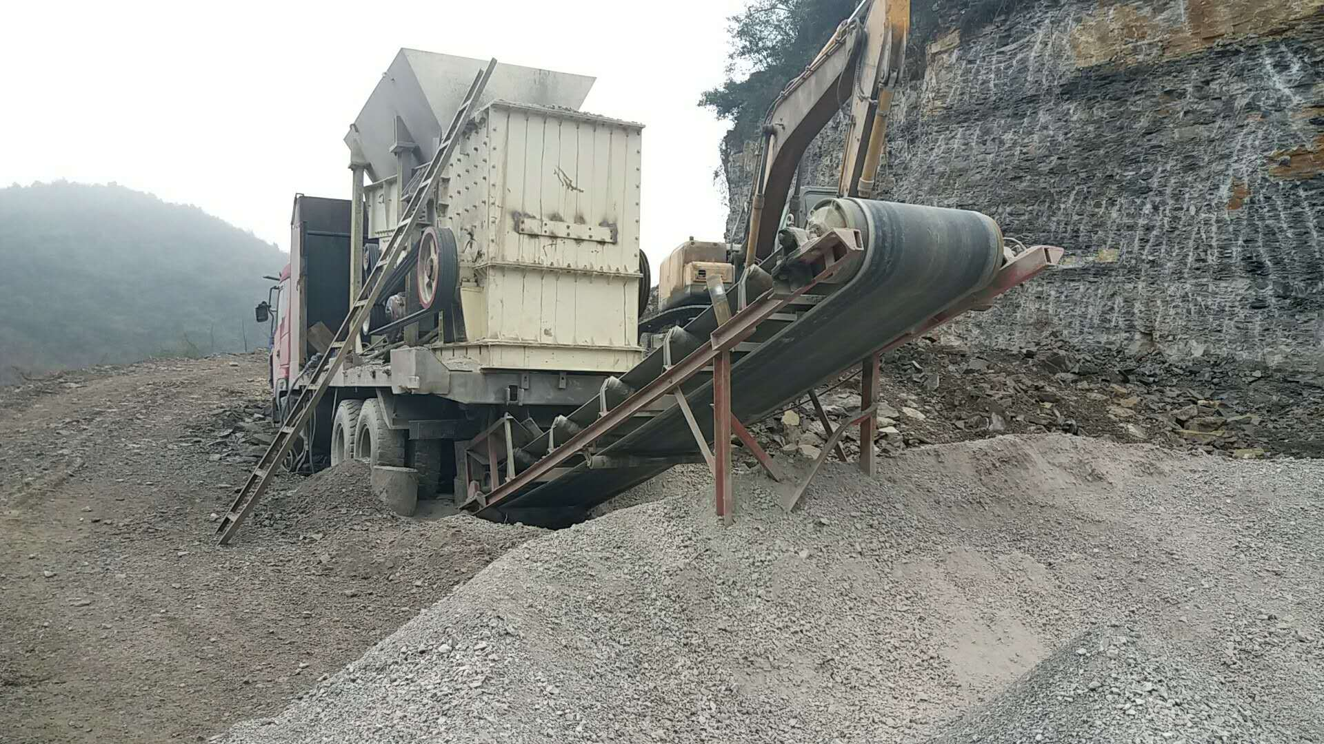 移动破碎站设备在三门峡生产现场